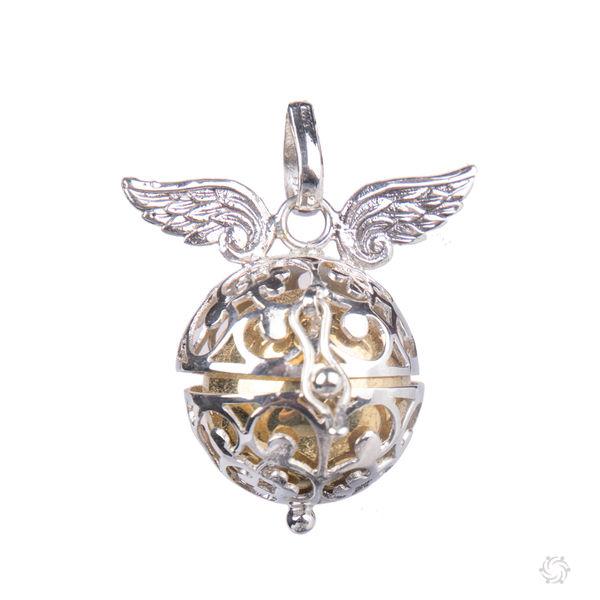 2329e09bb6c3 Llamador de ángeles con alas de plata con bola de latón dorada
